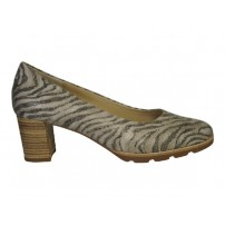 Trendy pump in safari print