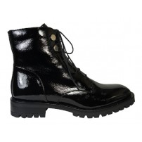 Trendy halfhoge veterschoen in lakleer
