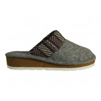 Comfortabele slipper in mooie combi.